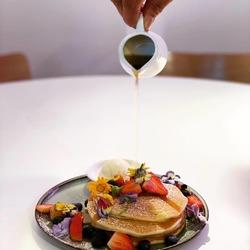 Pancakes with Maple Syrup & Vanilla Cream image