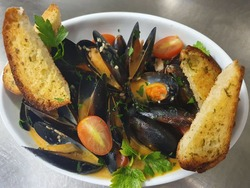 THAI STYLE MUSSELS image
