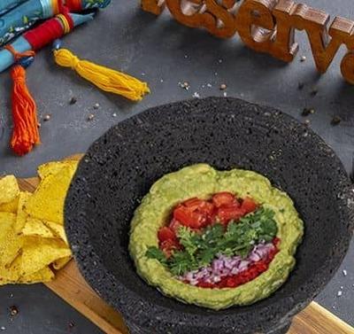 Guacamole Con Chipsams De Maiz image