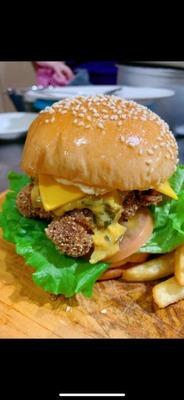 咸蛋鸡肉汉堡 Salted Egg Chicken Burger image