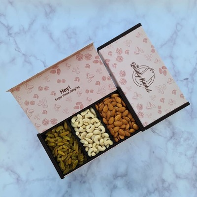 Gift Box (Almonds, Full Cashew, Green Raisins) image