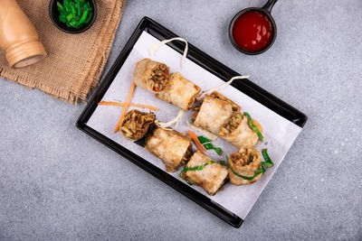 Vegetable spring roll (8 pcs) image