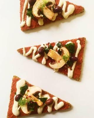 Pizza crue végane sans gluten image