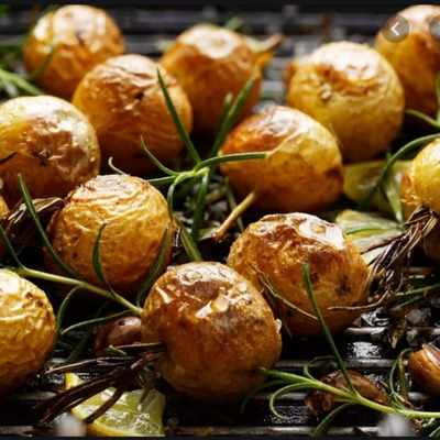 Pommes grenailles rôties ail et romarin image