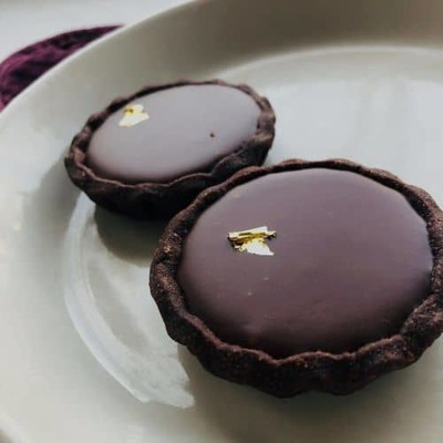 2-Pack Dark Chocolate Tarts with Earl Grey Caramel (2in) image