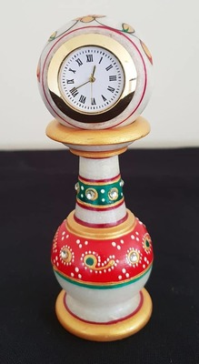 Pillar Clock - red and green image