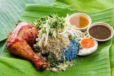 Nasi Kerabu Ayam Berempah image